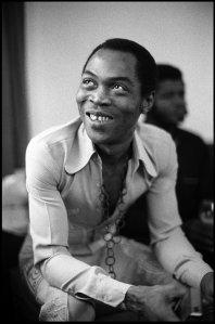 Fela Kuti no Senator Hotel, em Londres, em 11 de novembro de 1983.