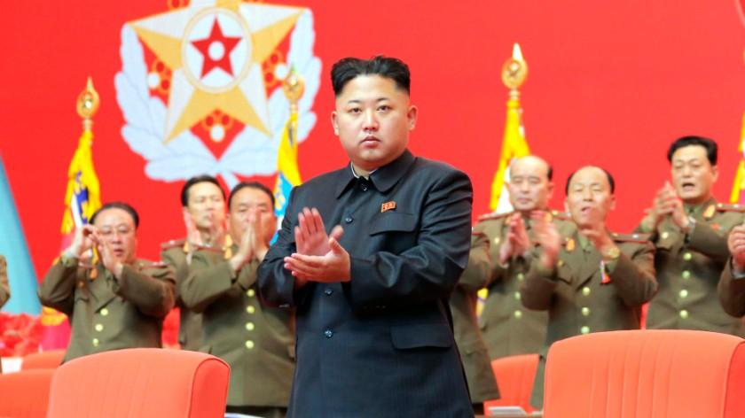 Kim Jong-un, o líder supremo norte-coreano, aplaude durante a segunda reunião do Exército do Povo Coreano, em foto sem data liberada pela Agência de Notícias da Coreia do Norte.